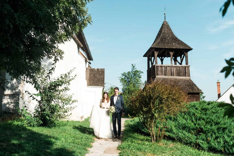 intimate-chapel-wedding