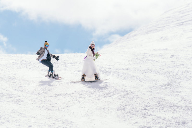 snowboard wedding couple nassfeld
