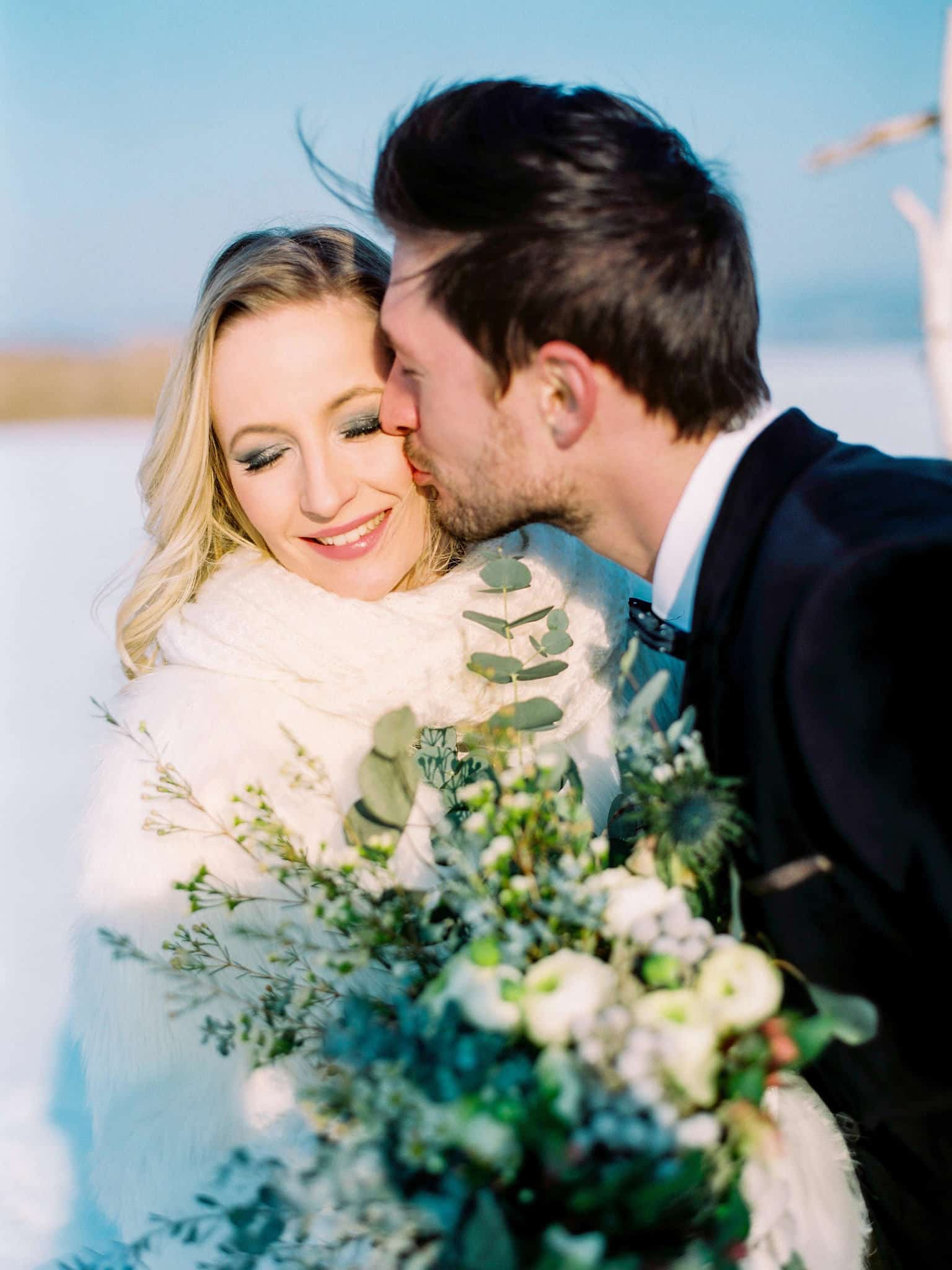 15_wedoverhills_elopement_inspiration_kiss