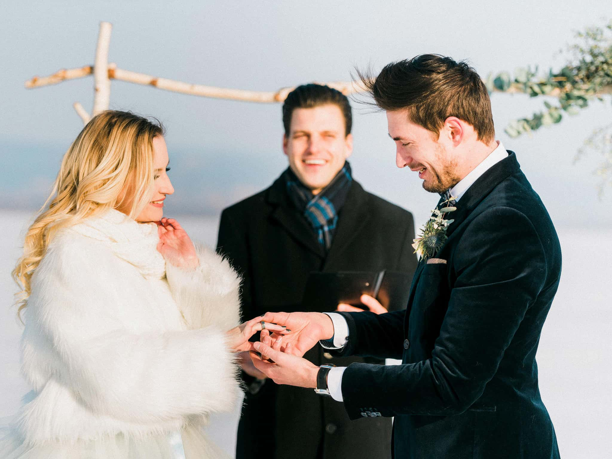 26_wedoverhills_austria_elopement_exchange_of_rings
