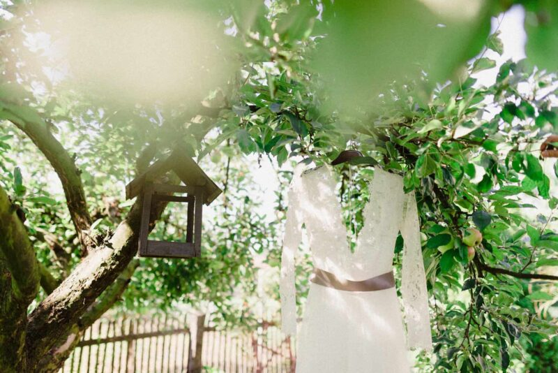 intimate-garden-wedding-hungar