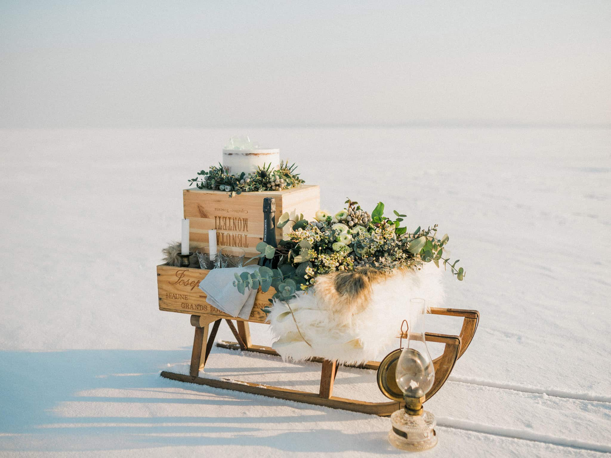 08_wedoverhills_elopement_inspiration_sledge_cake