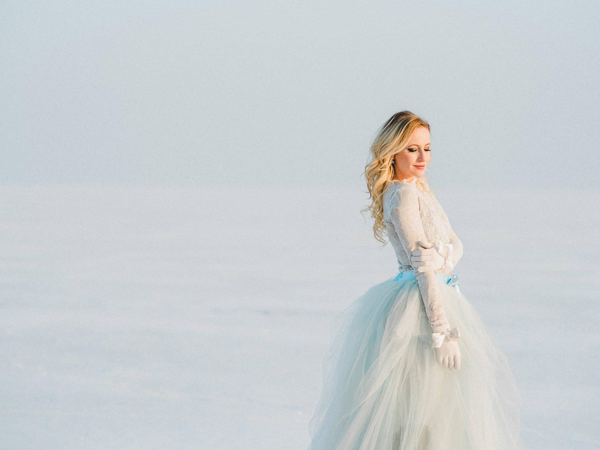 32_wedoverhills_bride_in_snow