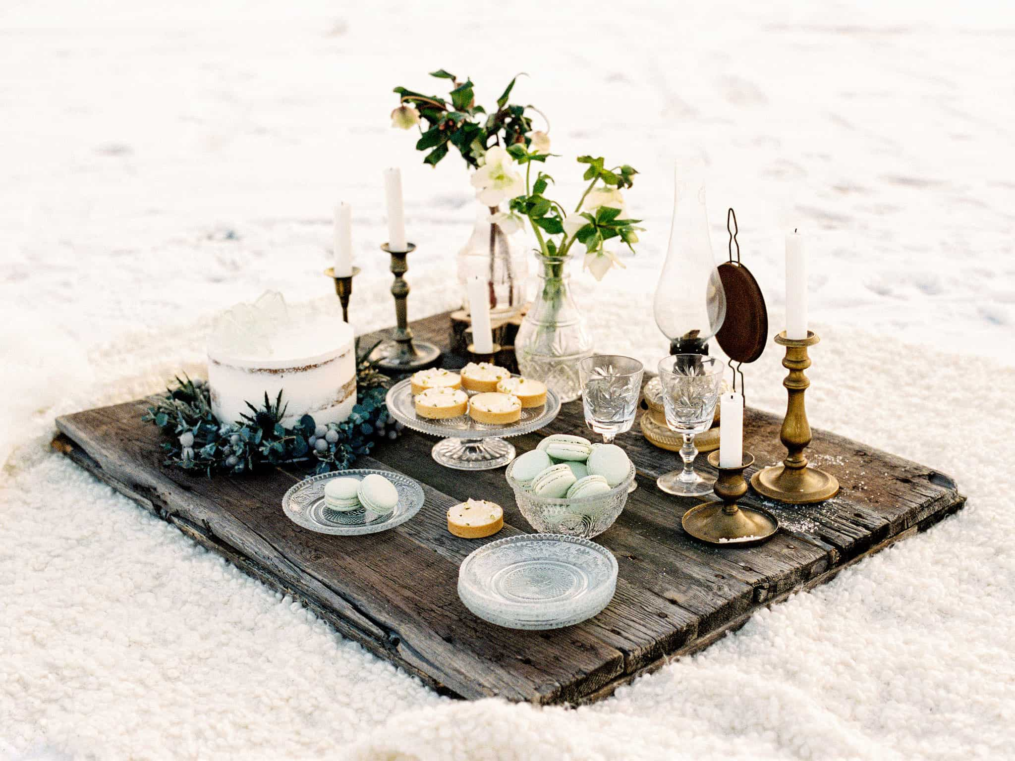 51_wedoverhills_winter_wedding_picnic
