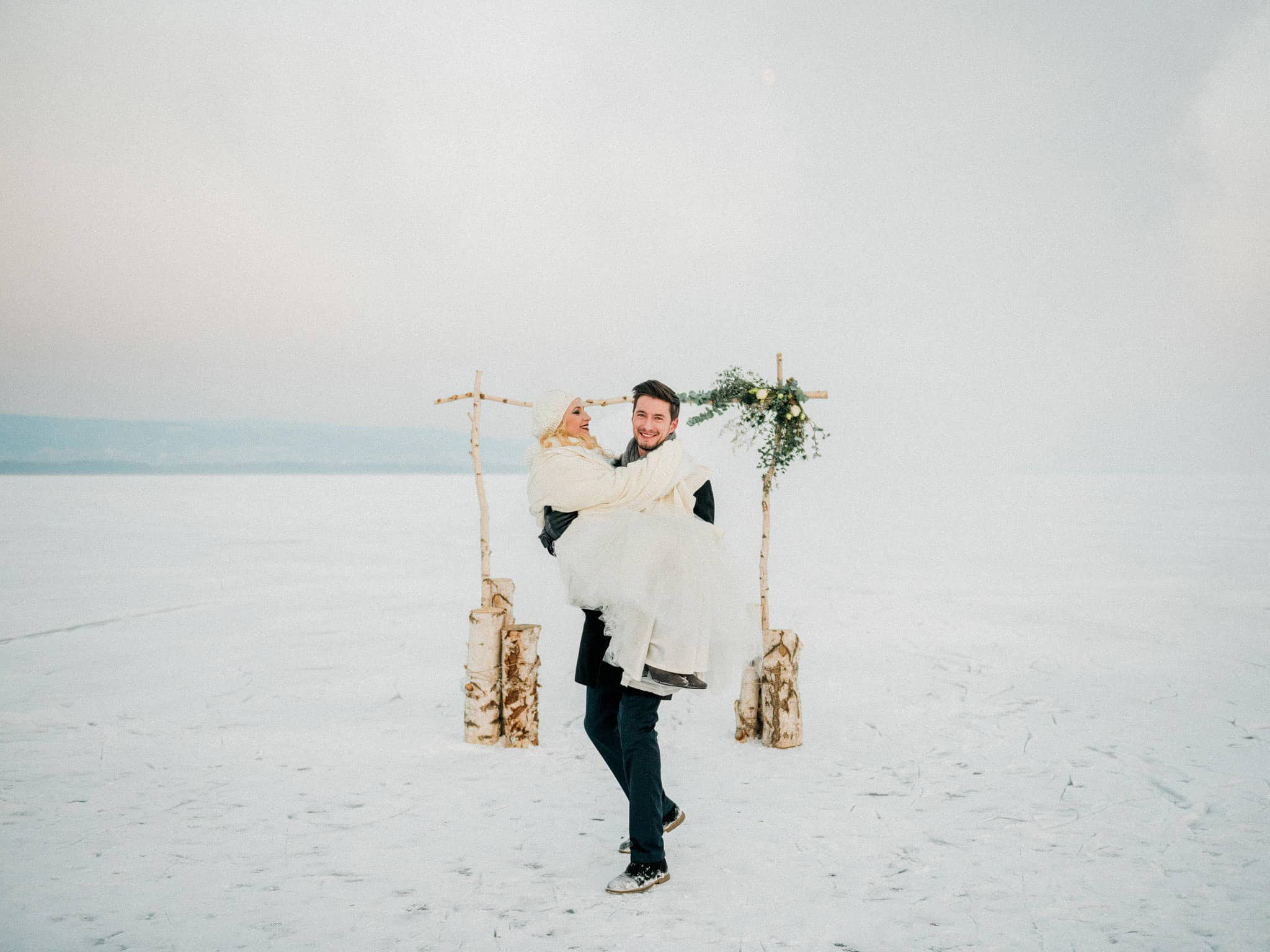 68_wedoverhills_elopement_on_ice
